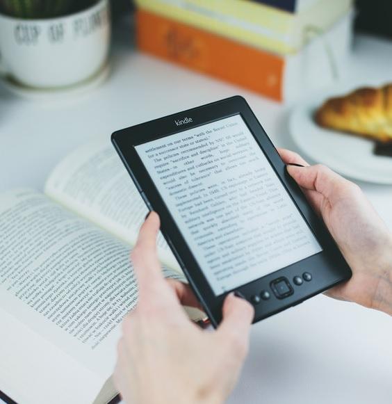 電子書籍のKindle(キンドル)を貸す方法は?友達や家族と共有できるの?